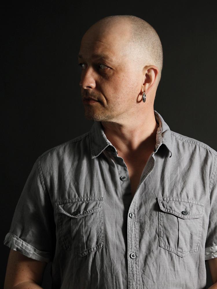 Der Komponist Rolf-Peter Schmidt lebt und arbeitet in Berlin. Neben Filmmusik für deutsche Filme produziert er auch seine eigene Musik und veröffentlicht regelmäßig Studioalben.